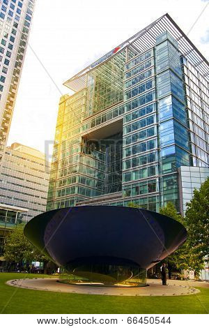 LONDON, CANARY WHARF UK - MAY 16, 2014: - Modern glass architecture London
