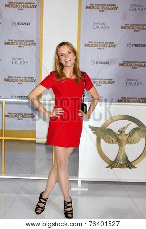 m LOS ANGELES - NOV 17:  Lea Thompson at the The Hunger Games: Mockingjay Part 1 Premiere at the Nokia Theater on November 17, 2014 in Los Angeles, CA