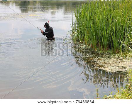 Harpooner ready to dive