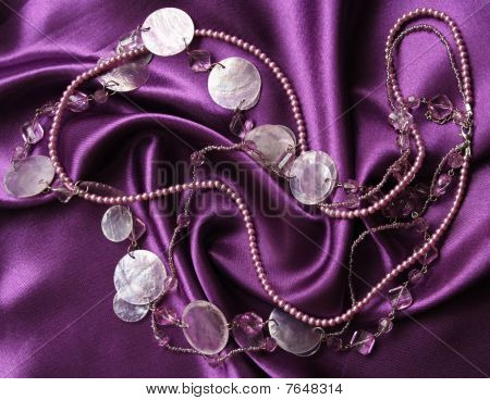 Lilac pearls and nacreous beeds on a lilac silk