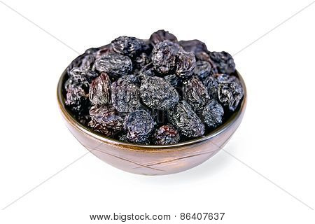 Raisins black in bowl