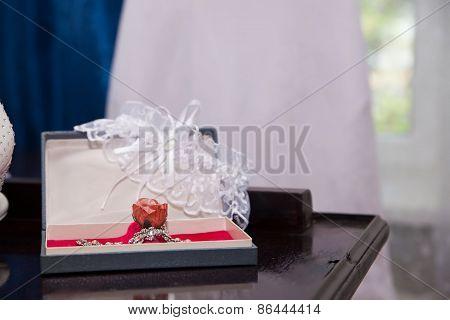 Beautiful Bride's Jewelery And Garter