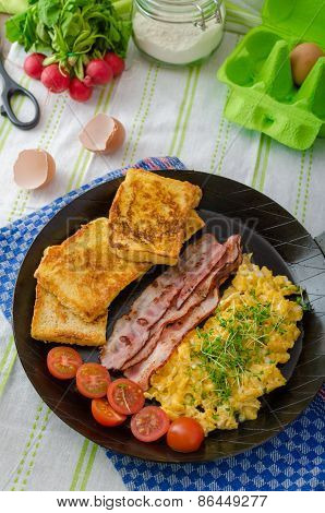 Scrambled Eggs With Bacon And French Toast