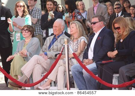 LOS ANGELES - MAR 27:  Shirley MacLaine, Christopher Plummer, Elaine Taylor, William Shatner at the Ceremony at the TCL Chinese Theater on March 27, 2015 in Los Angeles, CA
