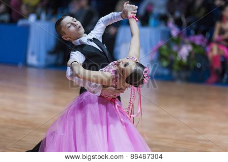 Minsk, Belarus -february 14, 2015: Baboshin Anton And Milovidova Yana Perform Juvenile-1 Standard Eu