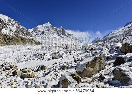 Gangotri glacier with Bhagirathi peaks in Garhwal Himalaya, Uttaranchal, Uttarakhand, India