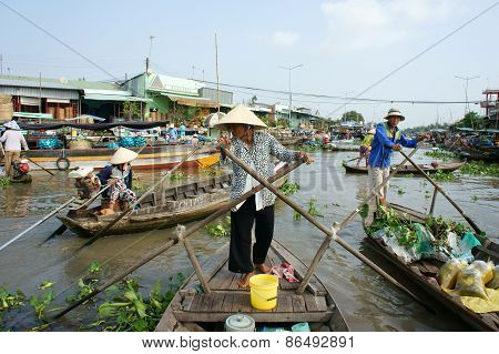 Crowded, Nga Nam Floating Market, Mekong Delta Travel