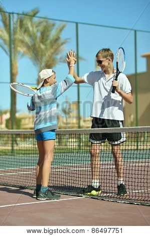 Brothers at tennis court