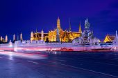 pic of emerald  - Traffic near Wat Phra Kaew  - JPG