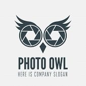 Постер, плакат: Logo label badge emblem or logotype element with owl and shutter for business photographer stud