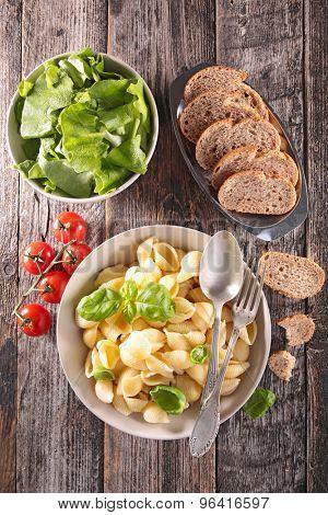 pasta,salad and bread