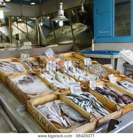 Retail Mediterranean Sea Fish In Wooden Crates With Ice