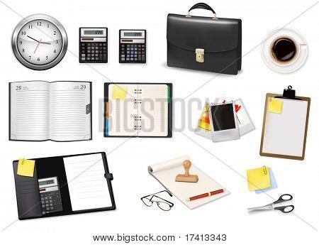Un maletín, calculadora, cuadernos y algunos suministros de oficina y negocios. Vector.