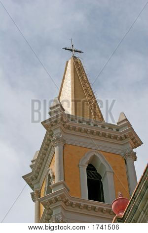 Campanario de la iglesia católica