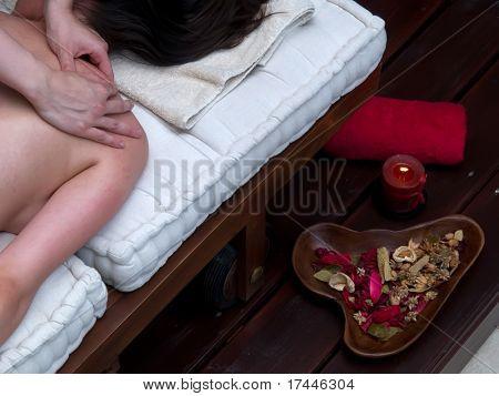 deep tissue massage in spa center