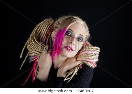 retrato de jovem com dreadlocks