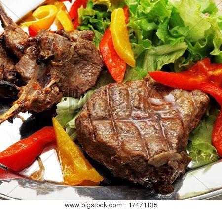 CARNE de barbacoa con hortalizas y verduras