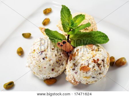 Pistachio Ice Cream with Fresh Mint and Cinnamon