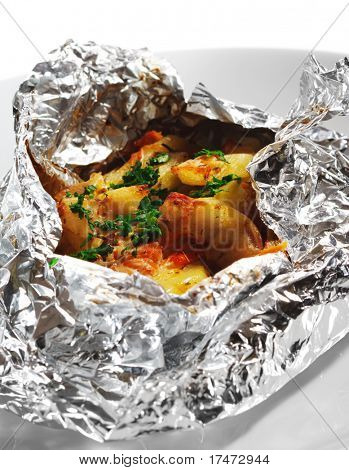 Baked Fillet of Fish in Foil with Vegetables
