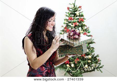 Christmas: Brunette Girl With Gift