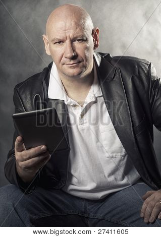 Man using e-reader to enjoy downloaded wifi media