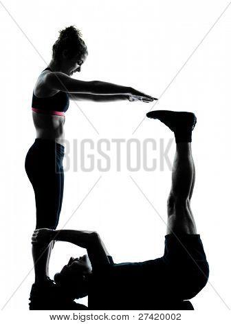 um casal homem mulher exercício treino condicionamento aeróbico postura comprimento total silouhette no estúdio iso