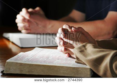 Manos ora & Biblias