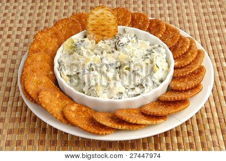 Crackers Nad Artichoke Spinach Dip