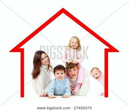 Família feliz em sua própria casa conceito