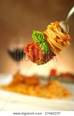 fork with spaghetti basil and meatball