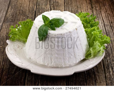 ricotta with basil and lettuce