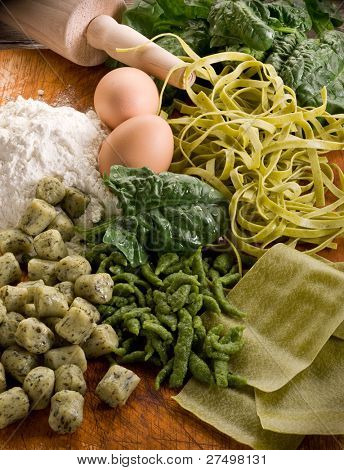traditional italian homemade pasta with spinach