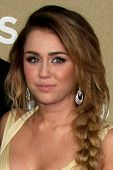 LOS ANGELES - DEC 11:  Miley Cyrus arrives at the 2011 CNN Heroes Awards at Shrine Auditorium on Dec