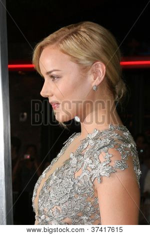 """LOS ANGELES - OCT 30:  Abbie Cornish  at the """"Seven Psychopaths"""" Premiere at Bruin Theater on October 30, 2012 in Westwood, CA"""