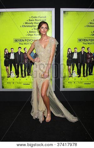"""LOS ANGELES - 30 de OCT: Christine Marzano en el estreno de """"Siete psicópatas"""" en el teatro de Bruin en Oc"""