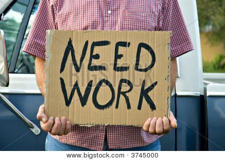 Necesita trabajo