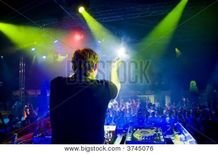 DJ en el concierto, movimiento borrosa