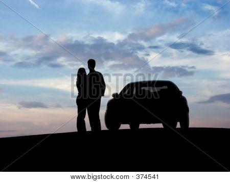 paar neben dem Auto
