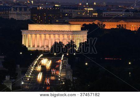 Washington DC, Lincoln Memorial and car traffic on Arlington Memorial Bridge at night