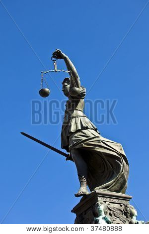 """Statue Of Lady Justice """"justitia"""" In Front Of The Romer In Frankfurt - Germany"""