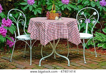 old-fashioned ice cream table