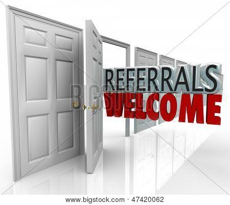 As palavras referências bem vindo sair uma porta aberta para incentivar os clientes a se referir a amigos e fami