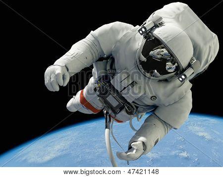 """El astronauta sobre un fondo de un planeta """"Elementos de la imagen proporcionada por la NASA"""""""