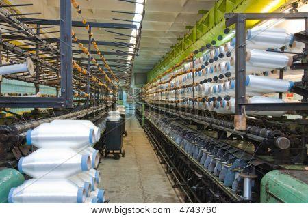 Máquinas y filamentos que tejen