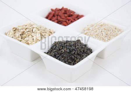 Green tea, oat and goji