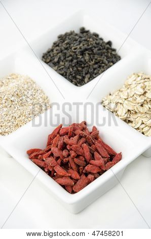 Goji, green tea and oat