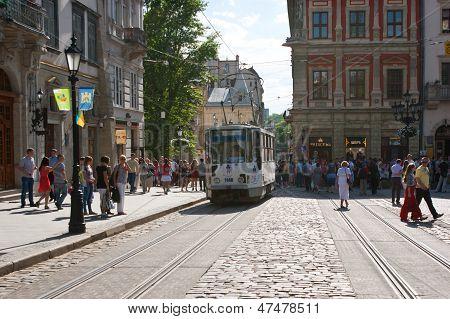 Die Straßenbahn auf dem Marktplatz