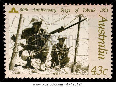 Austrália - CIRCA 1991h: selo australiano retratando o cerco do 50 º aniversário de Tobruk, cerca de