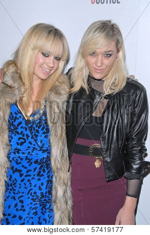 Mia Moretti and Caitlyn Moinroe at the Artists for Peace and Justice