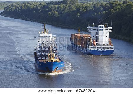 Beldorf - Container Vessels At Kiel Canal